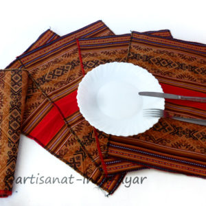 sets-de-table-en-tissu-peruvien-rouge-et-marron
